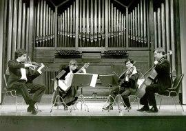 Víctor Ambroa, Thuan Do Minh, Avelina Vidal Seara Seara y Jorge Pozas. Música de cámara - Paganini y la guitarra , 1993
