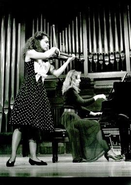 Kremena Gantcheva y Mariana Gurkova. Concierto Escuela Superior de Música Reina Sofía , 1993