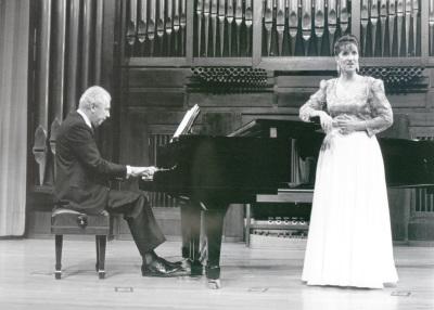 Valentín Elcoro y Carmen Torrico Yllera. Recital de canto y piano