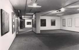 Vista parcial de la exposición El arte del siglo XX en un museo holandés Obras del Museo Municipal de Eindhoven, 1984