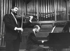 Emilio Navidad y Sebastián Mariné. Concierto Alrededor de la viola , 1995