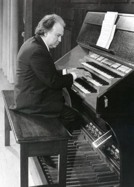 José Luis González Uriol. Concierto Preludios y fugas , 1996