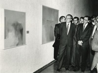 Francisco Calvo Serraller y Alfonso Guerra en la exposición Antológica sobre Zóbel