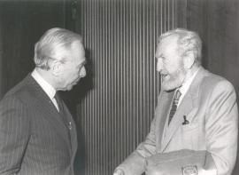 Leo Castelli y Pablo Serrano. Exposición Robert Rauschenberg, 1985