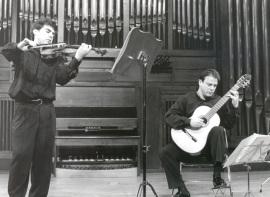 Víctor Correa-Cruz-Cruz y Hugo Geller. Concierto El violín contra las cuerdas , 1998