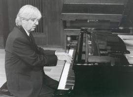Ramón Coll. Concierto Tradición y progreso: el pasado en la música del siglo XX , 1999