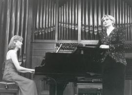 Glafira Prolat y Laurence Verna. Concierto La voz en el siglo XX , 2000