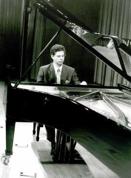 Leonel Morales. Concierto El piano iberoamericano , 2002