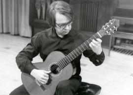 Gabriel Estarellas. Concierto Estreno de Seis Rapsodias para guitarra - Aula de (Re)estrenos (42) , 2002