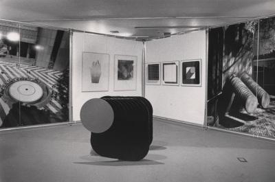 Vista parcial de la exposición Arte, paisaje y arquitectura El arte referido a la arquitectura en la República Federal de Alemania