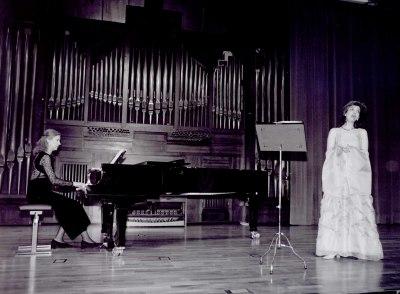 Mª Rosa Pérez Díaz y Laurence Verna. Recital de canto y piano