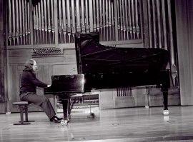 Gabriel Loidi. Concierto Fantasías para piano , 2003