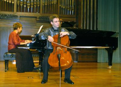 Dmitri Atapine y Olga Semushina. Concierto Tribuna de jóvenes intérpretes: I. El violonchelo