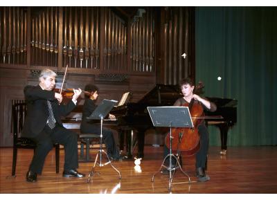 Levon Melikian, Pilar Serrano y Sofía Melikyan. Recital de música de cámara