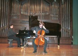 Piotr Karasiuk y Juan Carlos Garvayo. Concierto Tribuna de jóvenes intérpretes: I. El violonchelo , 2004