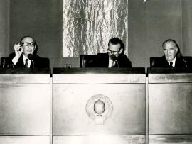 Álvaro Cunqueiro, Eugenio de Bustos y José María Alfaro. Conferencia sobre Álvaro Cunqueiro habla de su obra con José María Alfaro dentro del ciclo Literatura viva , 1975