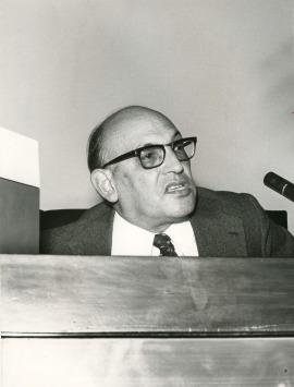 Francisco Rodíguez Adrados en el V Simposio de la Sociedad Española de Lingüística, 1975