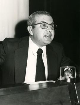 Antonio Quilis en el V Simposio de la Sociedad Española de Lingüística, 1975