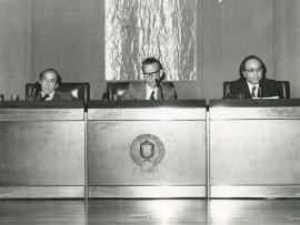Carlos Bousoño, Eugenio de Bustos y Francisco Brines en el ciclo Literatura Viva, 1975