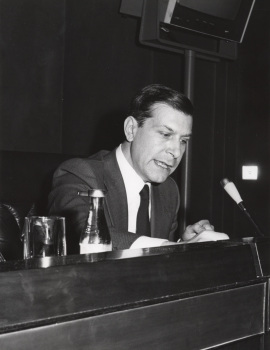 Leopoldo Azancot en el ciclo Literatura Viva, 1976
