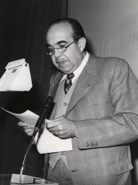 Fernando Lázaro Carreter. Conferencia sobre Feijóo en el pensamiento político y social de la Ilustración dentro del ciclo Centenario de Feijóo , 1976