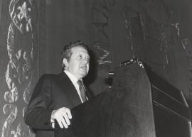 Mario Soares. Conferencia sobre O movimiento literario da revista Presença dentro del ciclo Ciclo 50 aniversario de la Revista Presença , 1977
