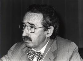 Josep Laporte Salas. Conferencia sobre De la terapéutica empírica a la explosión farmacológica. dentro del ciclo Medicamentos, fármacos y drogas: una visión desmitificadora , 1978