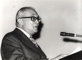 Fernando Zóbel en la conferencia inaugural de la exposición De Kooning, 1979