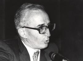 Eduardo Lourenço. Conferencia sobre Kierkegaard y Pessoa o las máscaras y el absoluto dentro del ciclo Homenaje a Fernando Pessoa , 1981