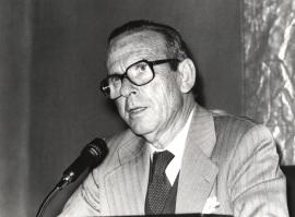 Eugenio de Bustos. Conferencia sobre De la guerra civil a nuestros días dentro del ciclo El léxico político , 1981