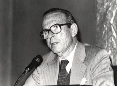 Eugenio de Bustos. Conferencia sobre De la guerra civil a nuestros días dentro del ciclo El léxico político