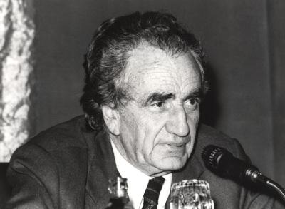 Miguel Siguán en el ciclo El bilingüismo