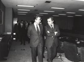 Landelino Lavilla e Ignacio Camuñas. Conferencia sobre Le parlement européen dentro del ciclo Europa, hoy , 1982