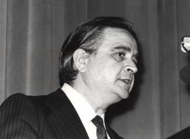 Luis Ángel Rojo Duque. Conferencia sobre L'apport de l'Europe face à la crise dentro del ciclo Europa, hoy , 1982