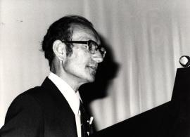 Cesar Milstein. Conferencia sobre Anticuerpos monoclonales : por qué y para qué dentro del ciclo La nueva Biología , 1982