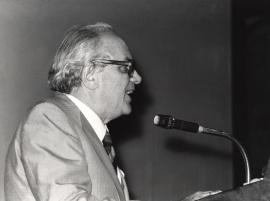 Carlos Asensio. Conferencia sobre The new biology: advances in sciencies and technology dentro del ciclo La nueva Biología , 1982