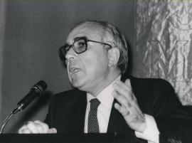 Román Gubern. Conferencia sobre El cine, una modalidad de comunicación audiovisual dentro del ciclo Introducción al lenguaje cinematográfico , 1982