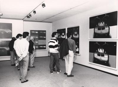 Vista parcial de la exposición Andy Warhol, Coches