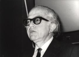 Bernard Schwartz. Conferencia sobre Características principales - El federalismo norteamericano: una visión contemporánea , 1983