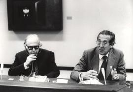 Bernard Schwartz y Francisco Rubio Llorente en el Seminario sobre Autonomías Territoriales, 1983