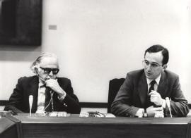 Bernard Schwartz y Santiago Muñoz Machado. Conferencia sobre La doctrina del federalismo dual y su decadencia dentro del ciclo El federalismo norteamericano: una visión contemporánea , 1983