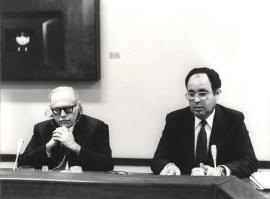 Bernard Schwartz y Gumersindo Trujillo Álvarez en el Seminario sobre Autonomías Territoriales, 1983