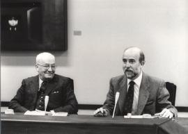 Massimo Severo Giannini yLorenzo Martín Retortillo en el Seminario sobre Autonomías Territoriales, 1983