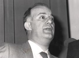 Eladio Viñuela. Conferencia sobre The structure of chromosomes dentro del ciclo ADN y cáncer , 1984