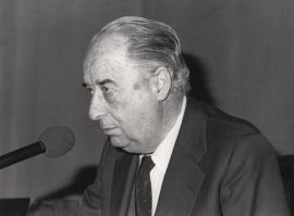 Francisco Ynduráin Muñoz en el ciclo El teatro de Cervantes : problemas y proposiciones, 1984