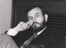 Manuel Perucho. Conferencia sobre Transferencia génica y oncogenes dentro del ciclo ADN y cáncer , 1984