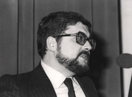 Carlos Vicente Córdoba. Conferencia sobre Transferencia génica y oncogenes dentro del ciclo ADN y cáncer , 1984