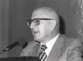 José Mª Martínez Cachero. Conferencia sobre Recepción de 'La Regenta' dentro del ciclo Cien años de 'La Regenta' , 1984