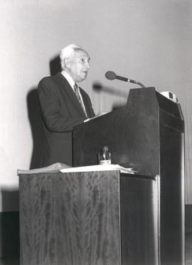 Severo Ochoa. Conferencia sobre Transcription promoters and expression of heterologic genes - DNA y expresión genética , 1985