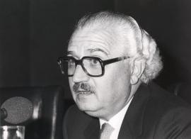 Pedro Martínez Montávez en la presentación de dos números monográficos de la Revista Litoral, 1985